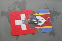 déconcertez avec le drapeau national de la Suisse et du Souaziland sur un fond de carte du monde Images libres de droits