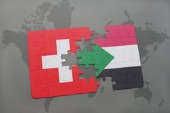 déconcertez avec le drapeau national de la Suisse et du Soudan sur un fond de carte du monde Photographie stock
