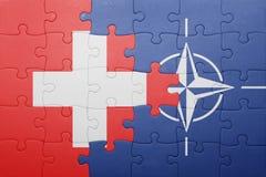 Déconcertez avec le drapeau national de la Suisse et de l'OTAN Photographie stock