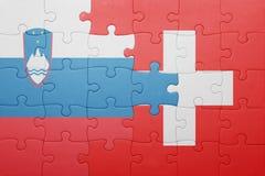 Déconcertez avec le drapeau national de la Suisse et de la Slovénie Photographie stock libre de droits