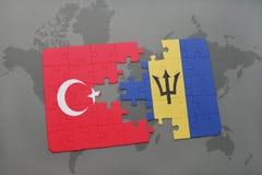 déconcertez avec le drapeau national de la Turquie et des Barbade sur une carte du monde Photo stock