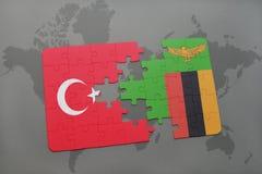 déconcertez avec le drapeau national de la Turquie et de la Zambie sur une carte du monde Photographie stock