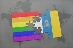 déconcertez avec le drapeau national des Îles Canaries et le drapeau gai d'arc-en-ciel sur un fond de carte du monde Photos stock