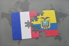 déconcertez avec le drapeau national des Frances et de l'Equateur sur un fond de carte du monde Photos libres de droits