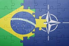 Déconcertez avec le drapeau national du Brésil et de l'OTAN Images libres de droits