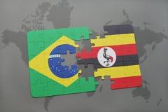 déconcertez avec le drapeau national du Brésil et de l'Ouganda sur un fond de carte du monde Images stock