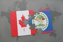 déconcertez avec le drapeau national du Canada et de Belize sur un fond de carte du monde Photos libres de droits