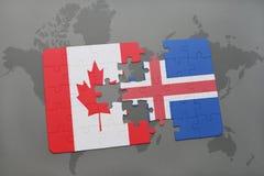 déconcertez avec le drapeau national du Canada et de l'Islande sur un fond de carte du monde Image libre de droits