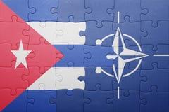 Déconcertez avec le drapeau national du Cuba et de l'OTAN Photographie stock