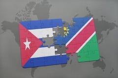 déconcertez avec le drapeau national du Cuba et de la Namibie sur un fond de carte du monde Photo stock