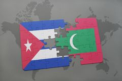 déconcertez avec le drapeau national du Cuba et des Maldives sur un fond de carte du monde illustration stock