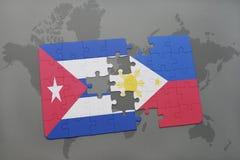 déconcertez avec le drapeau national du Cuba et des Philippines sur un fond de carte du monde Photo libre de droits