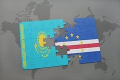 déconcertez avec le drapeau national du Kazakhstan et du Cap Vert sur une carte du monde Photo stock