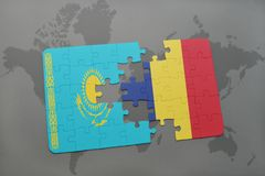 déconcertez avec le drapeau national du Kazakhstan et du confetti sur une carte du monde Photographie stock libre de droits