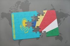 déconcertez avec le drapeau national du Kazakhstan et des Seychelles sur une carte du monde Photographie stock libre de droits