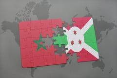 déconcertez avec le drapeau national du Maroc et du Burundi sur une carte du monde Photo stock