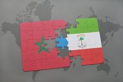 déconcertez avec le drapeau national du Maroc et de la Guinée équatoriale sur une carte du monde Images libres de droits