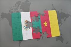 déconcertez avec le drapeau national du Mexique et du Cameroun sur un fond de carte du monde Image stock