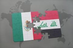 déconcertez avec le drapeau national du Mexique et de l'Irak sur un fond de carte du monde Photos libres de droits