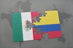 déconcertez avec le drapeau national du Mexique et de la Colombie sur un fond de carte du monde Photos libres de droits