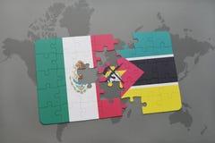 déconcertez avec le drapeau national du Mexique et de la Mozambique sur un fond de carte du monde Images stock