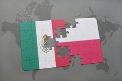 déconcertez avec le drapeau national du Mexique et de la Pologne sur un fond de carte du monde Photographie stock