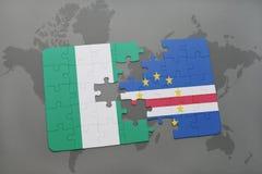 déconcertez avec le drapeau national du Nigéria et du Cap Vert sur une carte du monde Photos stock