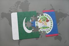 déconcertez avec le drapeau national du Pakistan et de Belize sur un fond de carte du monde Photos stock