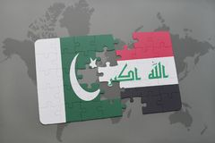 déconcertez avec le drapeau national du Pakistan et de l'Irak sur un fond de carte du monde Photographie stock