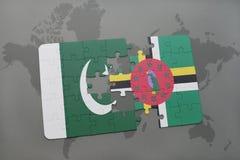 déconcertez avec le drapeau national du Pakistan et de la Dominique sur un fond de carte du monde Photos stock