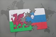 déconcertez avec le drapeau national du Pays de Galles et de la Slovénie sur un fond de carte du monde Images stock