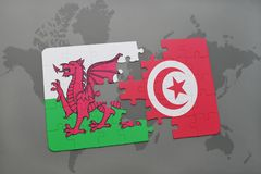 déconcertez avec le drapeau national du Pays de Galles et de la Tunisie sur une carte du monde Images stock