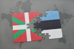déconcertez avec le drapeau national du pays et de l'Estonie Basques sur un fond de carte du monde Images stock