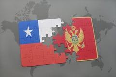 déconcertez avec le drapeau national du piment et du Monténégro sur un fond de carte du monde Image libre de droits