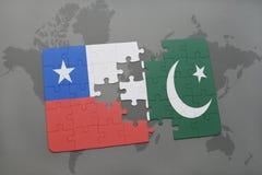 déconcertez avec le drapeau national du piment et du Pakistan sur un fond de carte du monde Photographie stock