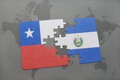 déconcertez avec le drapeau national du piment et du Salvador sur un fond de carte du monde Images libres de droits