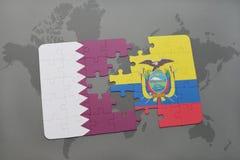 déconcertez avec le drapeau national du Qatar et de l'Equateur sur un fond de carte du monde Photo libre de droits