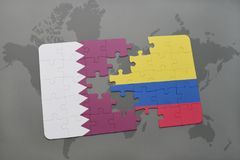 déconcertez avec le drapeau national du Qatar et de la Colombie sur un fond de carte du monde Photographie stock libre de droits