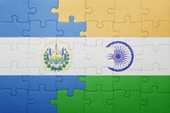 Déconcertez avec le drapeau national du Salvador et de l'Inde Photo libre de droits