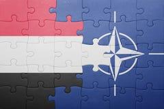 Déconcertez avec le drapeau national du Yémen et de l'OTAN Photo stock
