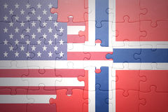 Déconcertez avec les drapeaux nationaux des Etats-Unis d'Amérique et de la Norvège Images stock