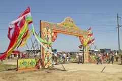 Décoré des drapeaux de la porte avec les mots Sabantuy Photos libres de droits