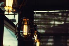 Décor accrochant de belle lampe légère de luxe de cru photo stock