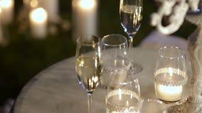 Décor de cérémonie de soirée de mariage, table banque de vidéos