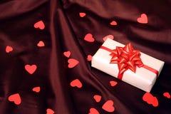 Décor de cadeau de coeur pour le jour de valentines Photographie stock libre de droits