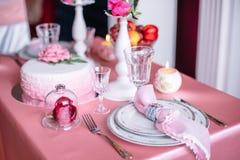 Décor de mariage dans le rose avec des pivoines Images stock