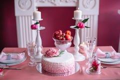 Décor de mariage dans le rose avec des pivoines Images libres de droits