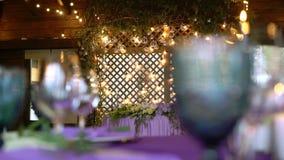 Décor de mariage Intérieur Wedding Concept de disposition de Tableau Décor de Tableau nouvellement de marier Intérieur de restaur clips vidéos
