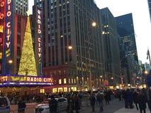Décor de Noël à la ville par radio à New York Image stock