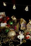 Décor de Noël avec le phare de Santa de tresses de babiole Photo stock